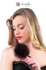 Plumeau 18 cm noir - Secret Play : Petit plumeau coquin pour affoler ses sens avec de douces caresses par Secret Play.