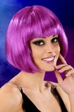 Perruque cheveux courts Violet : Perruque fantaisie avec cheveux courts couleur violet, marque Cabaret Wigs.